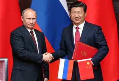 Vladimir Putin e Xi Jinping (Infophoto)