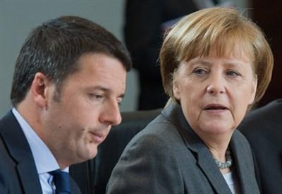 Matteo Renzi e Angela Merkel (Infophoto)
