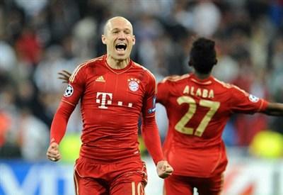Arjen Robben e David Alaba festeggiano la finale del Bayern Monaco nel 2012 (Infophoto)