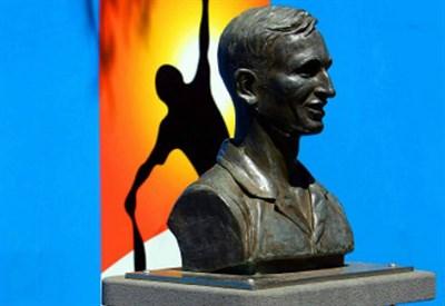 Il busto di Rod Laver, vincitore di 11 Slam, campeggia al Melbourne Park (Infophoto)