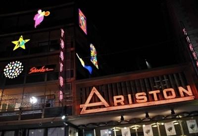 Il teatro Ariston, a Sanremo (Infophoto)