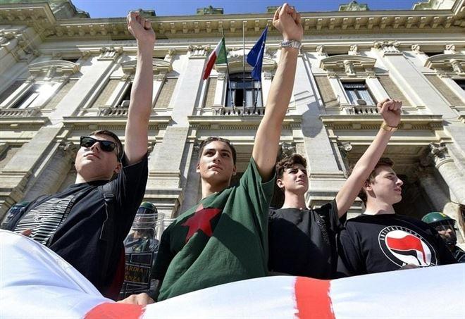 Manifestazione studenti, sciopero anti-alternanza scuola-lavoro (LaPresse)