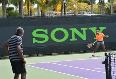 Serena Williams si allena a Miami