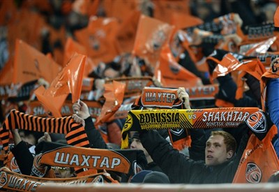 Tifosi dello Shakhtar Donetsk alla Donbass Arena (Infophoto)