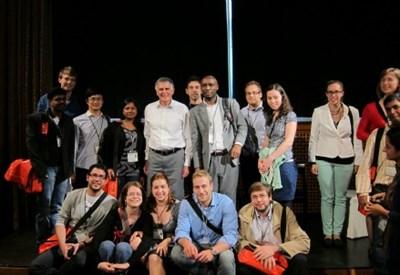Foto di gruppo con il premio Nobel per la chimica Dan Shechtman