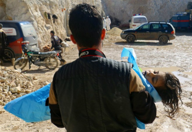 Vittime del gas in Siria (LaPresse)