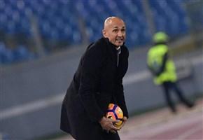 MAGLIA ROMA DEDICATA A FLORENZI / I giallorossi in campo contro il Torino con il 24 di Alessandro sulla manica