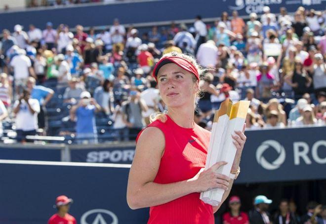 Elina Svitolina con il trofeo della Rogers Cup 2017 (LaPresse)