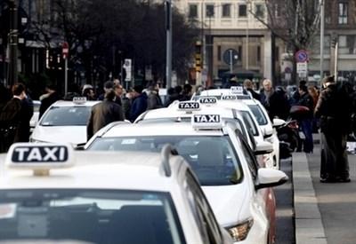 Taxi, martedì di passione a Roma: migliaia attesi in piazza