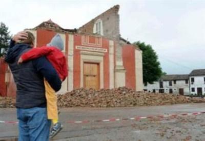 Una scena del post terremoto in Emilia (Foto: Infophoto)