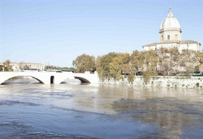 Il fiume Tevere a Roma (Infophoto)