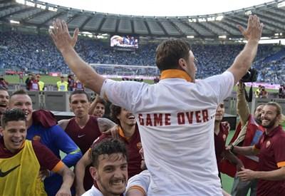 Totti firma l'appello di Boldrini: