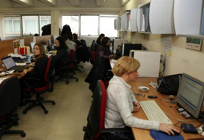 Contratti statali, dipendenti pubblici (Foto LaPresse)