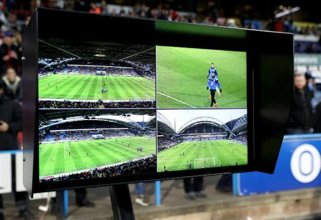 La Var scompare dai campi della Serie A? (Foto LaPresse)