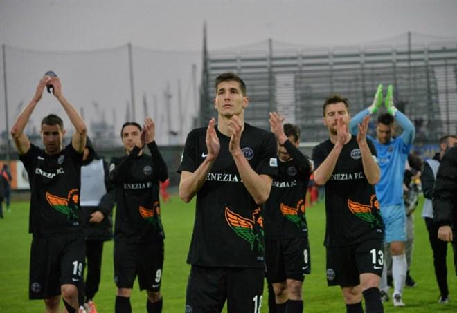 Il Venezia fa festa, Inzaghi promosso in serie B