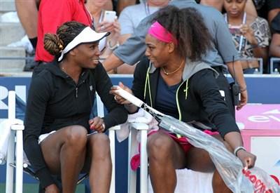 Venus e Serena Williams, entrambe in campo oggi (Infophoto)