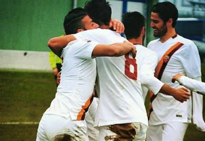 La Roma Primavera esulta dopo un gol
