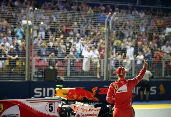 Sebastian Vettel in pole position al GP Singapore 2017 (Foto LaPresse)
