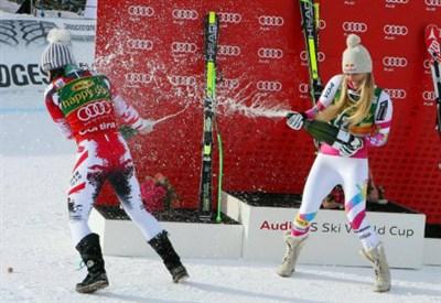 Anna Fenninger (25) e Lindsey Vonn (30) festeggiano sul podio