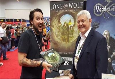 Joe Dever con un fan