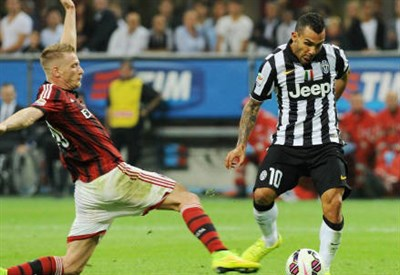 Il gol di Carlos Tevez (Infophoto)
