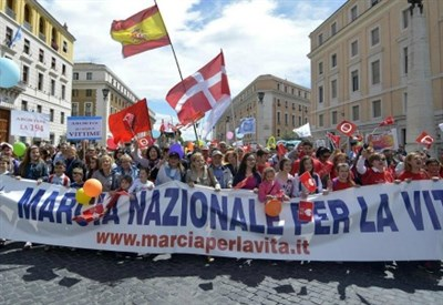 Marcia per la vita a Roma (LaPresse)