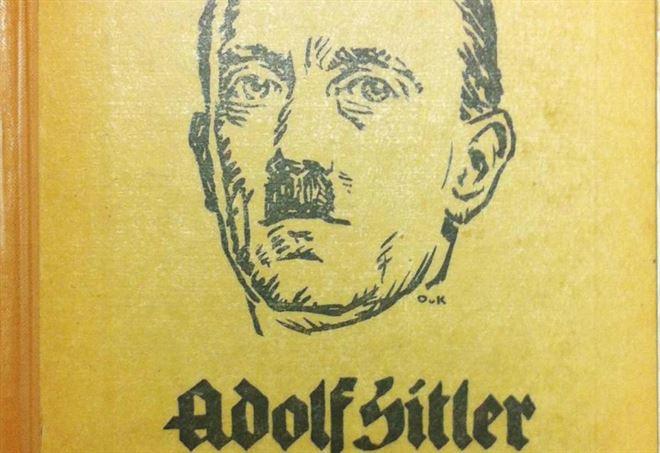 Copertina della biografia di Adolf Hitler (LaPresse)