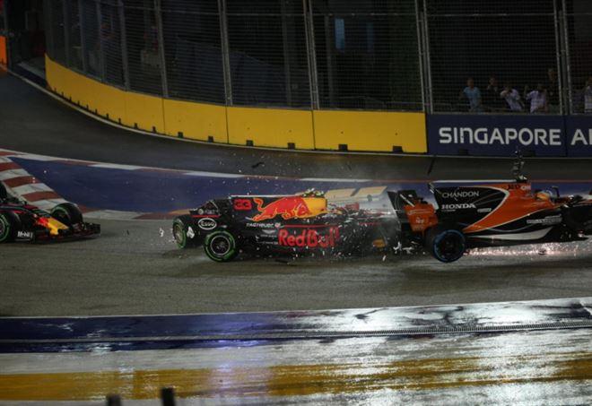 Diretta Formula 1 - LaPresse: l'incidente in partenza l'anno scorso