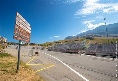Un'immagine del traguardo (da Facebook Alpe d'Huez Officiel)