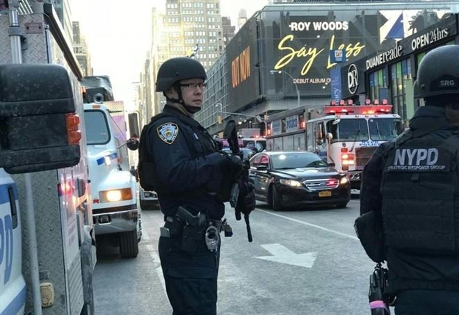 Il momento dell'esplosione al Port Authority di New York