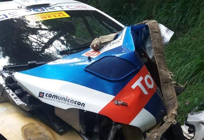 L'auto di Andreucci dopo l'impatto col muretto - Twitter