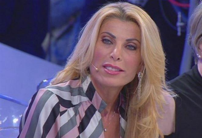 Uomini e Donne, discussione tra Gianni Sperti e Anna Tedesco (Canale 5)