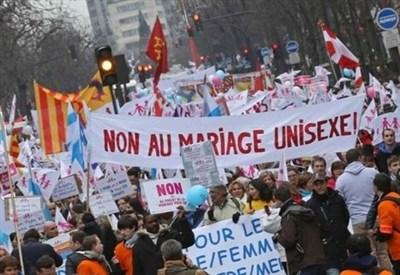 Francia, in piazza per difendere la famiglia (InfoPhoto)