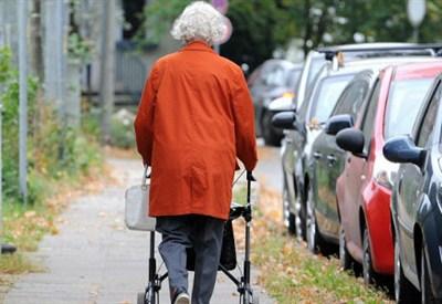 Una anziana donna (Foto: Infophoto)