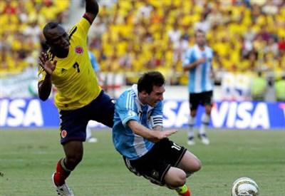 Il colombiano Pablo Armero (sinistra), 28 anni e l'argentino Lionel Messi, 28 (INFOPHOTO)