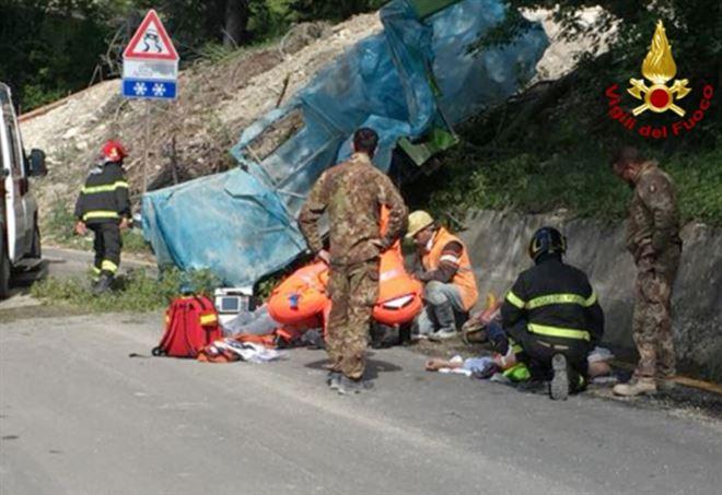 L'arrivo dei soccorsi sul luogo dell'incidente - Vigili del fuoco