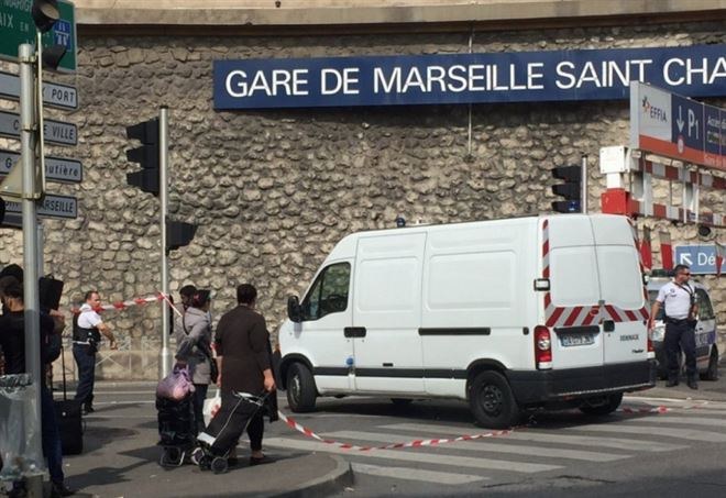 Attentato terroristico con morti nella stazione Saint-Charles a Marsiglia