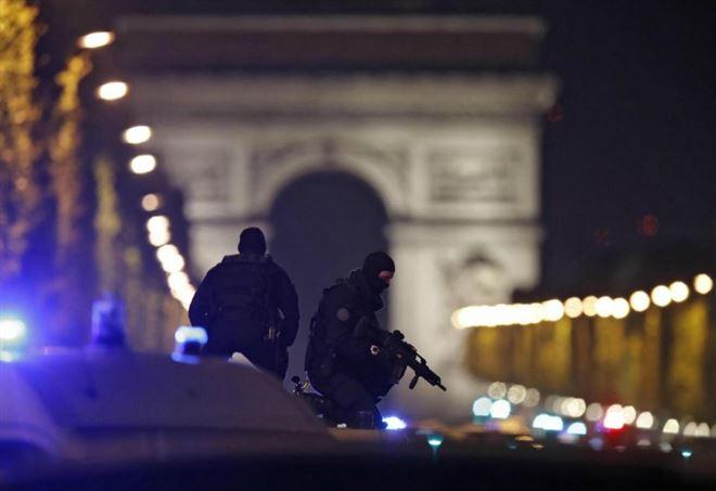 Attentato Parigi, Champs Elysées (LaPresse)