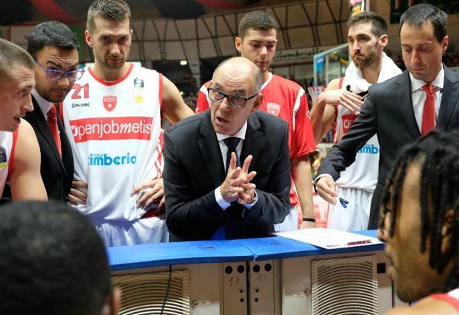 Basket, un posticipo di Serie A con derby: Varese straccia Cantù
