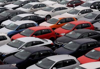 Un parcheggio di automobili (Foto d'archivio)