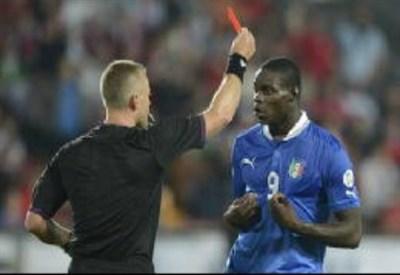 Mario Balotelli e il cartellino rosso