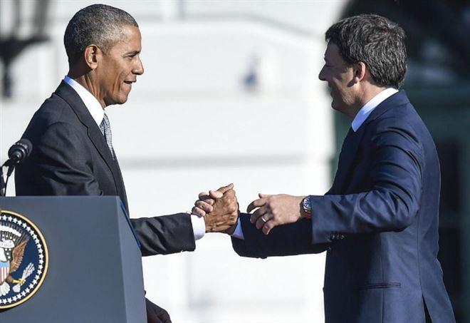 Barack Obama con Matteo Renzi ai tempi della cena alla Casa Bianca (LaPresse)