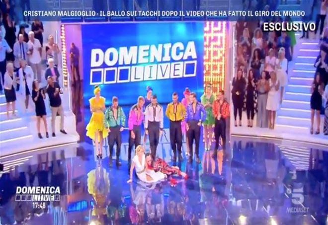 Barbara d'Urso e Malgioglio, video caduta Domenica Live
