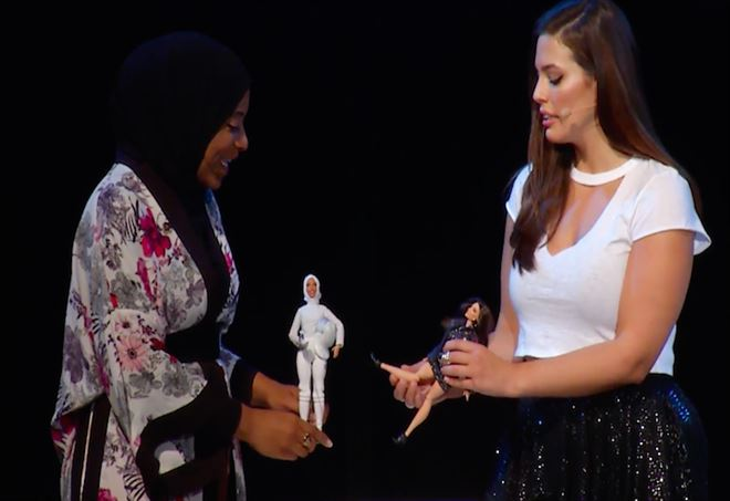 Barbie indossa per la prima volta l'hijab