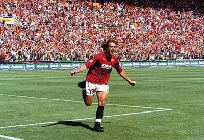 Gabriel Batistuta, oggi 45 anni, qui ai tempi della Roma nella stagione 2000-2001 (INFOPHOTO)