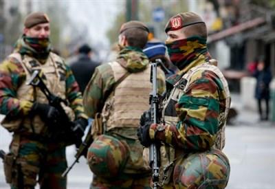 Militari presidiano Bruxelles (Infophoto)