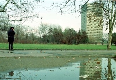 La tv di Belgrado dopo un bombardamento Nato, nel 2000 (InfoPhoto)