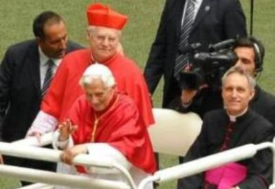 Scola con Benedetto XVI (Infophoto)