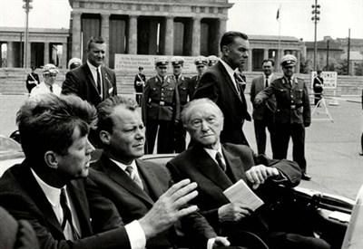 Il presidente Usa J.F. Kennedy a Berlino nel 1963 (InfoPhoto)