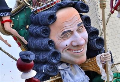 """""""Silvio Berlusconi"""" al carnevale di Viareggio (Infophoto)"""